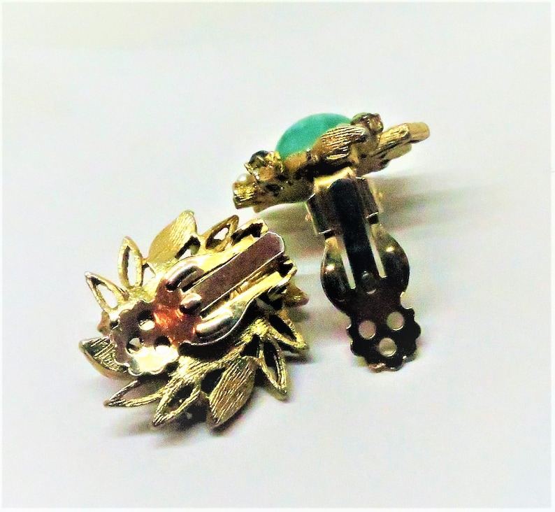 Marbled Cabochon Gold Tone Vintage Green Earrings Clip on Seed Pearls and Green Rhinestones