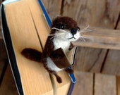Funny otter bookmark, needle felted river otter figurine otter lovers gift, funny gift, unique bookmark, otter gift, book mark accessory