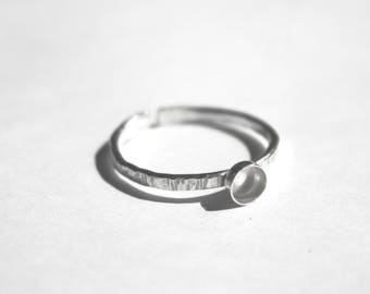 925 1,5mm hammered band ring with 4mm bezel. Ring blank Adjustable silver ring. Stack ring. Toe ring blank ring. Knuckle ring adjustable