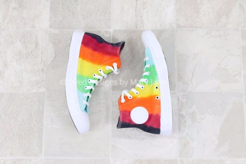 check out 6a009 f2aca Chuck Taylor All Stars chaussures haut hauts Converse arc en   Etsy