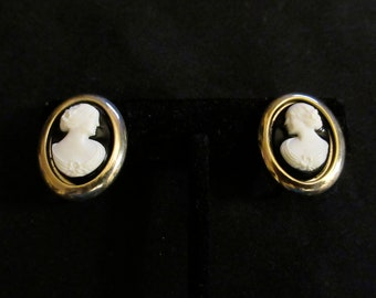 Vintage Sarah Coventry Cameo Lady Gold Tone Clip On Earrings