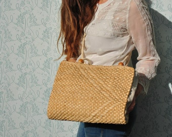 Straw bag, woven bag, vintage woven bag, straw crossbody bag, straw shoulder bag, vintage straw shoulder bag, woven bag vintage
