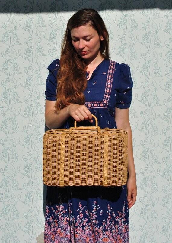 Basket, basket bag, wicker basket, wicker, picnic