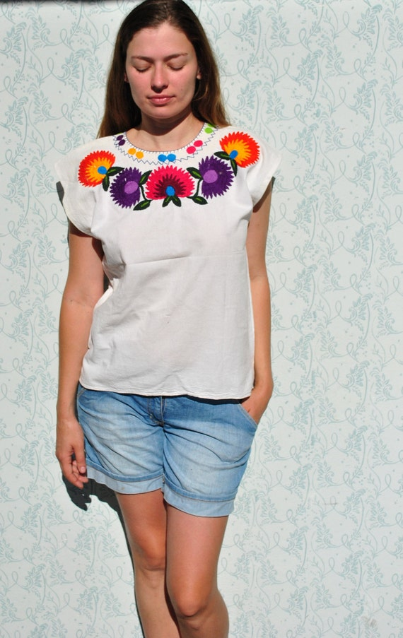 Mexican blouse, Mexican top, peasant blouse, Mexican embroidered top, embroidered top, floral blouse, embroidered blouse