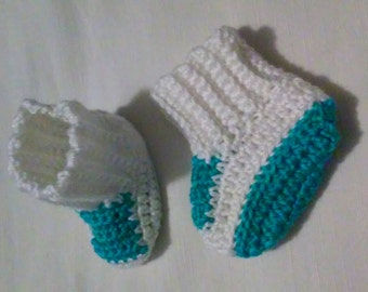 Crochet newborn baby booties in white and turquoise, newborn photography prop, crochet baby booties, baby booties, baby shoes, baby slippers