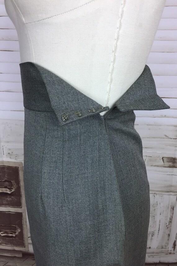 Original 1940s Grey Wool Vintage Skirt Suit Black… - image 9