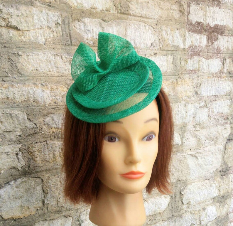 Emerald green wedding hat fascinator hat on headband dark  9b2bac998ea