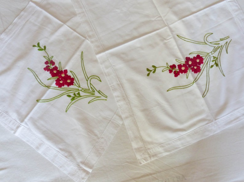 Dark Red Flowers Pale Green Leaves Retro Bedding Good Condition Pair Hand Embroidered Oxford Pillow Slips Pillowcases Fabric edge