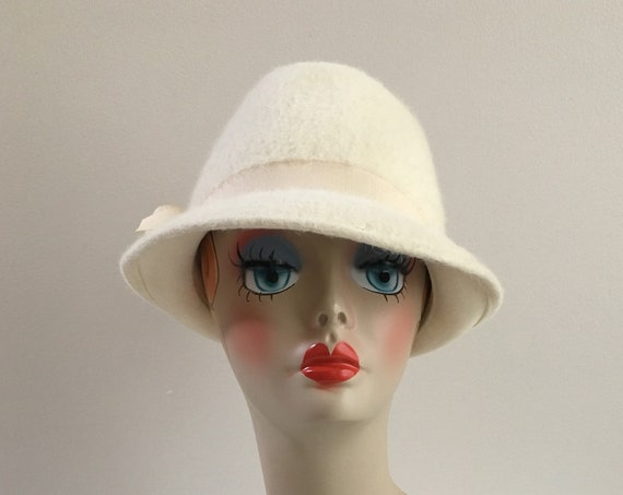 Vintage 1970s - women's fall winter off white fur fedora hat - wide ribbon bow detail - head wear accessories