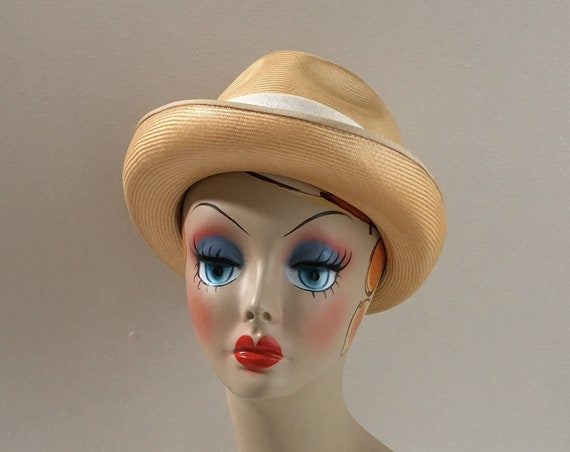Vintage 1960s / 1970s - women's fall knit straw fedora hat - white ribbon band detail - headwear accessories