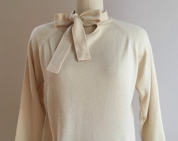 1950s - women's long sleeve beige wool Jantzen pullover sweater - keyhole tie neck - L Large - 38 bust 38 waist