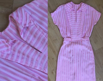 Vintage 1950s - women's pinup rockabilly short sleeve v neck pink cotton vertical ribbon stripe day dress - S small - 36 bust 26 waist