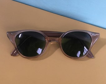 Vintage 1950s - women's pin up glam rockabilly bronze gold cat eye prescription sunglasses - green lenses