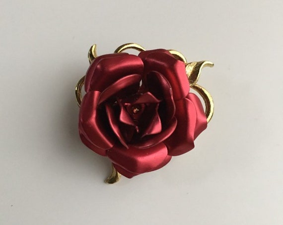 Vintage 1950s - pin up rockabilly gold & red metal rose floral flower brooch pin - costume jewelry - accessories