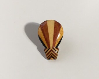 Vintage 1950s - multi colored brown carved wooden hot air balloon brooch / lapel pin - costume jewelry - accessories