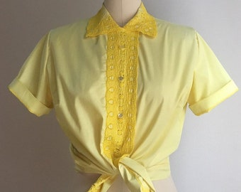 Vintage 1960s - women's rockabilly yellow short sleeve button up top blouse shirt - embroidery eyelet lace - Medium - 38 bust