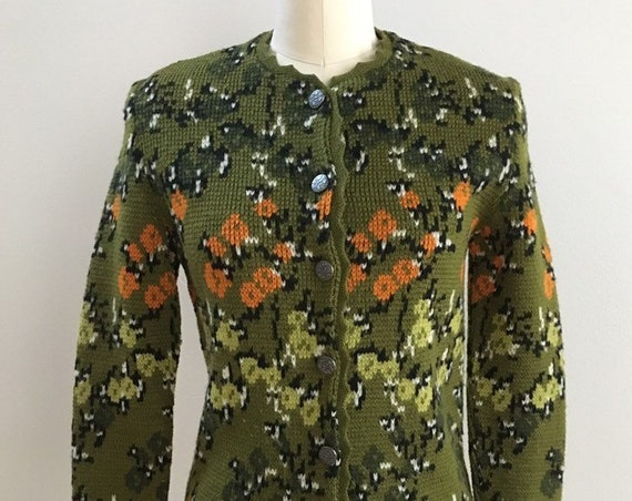 Vintage 1960s - women's olive green & orange knit floral cardigan sweater - S small - 34 bust