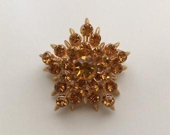 Vintage 1950s - mid century glam gold tone metal & amber rhinestones starburst / snowflake brooch pin - costume jewelry - accessories