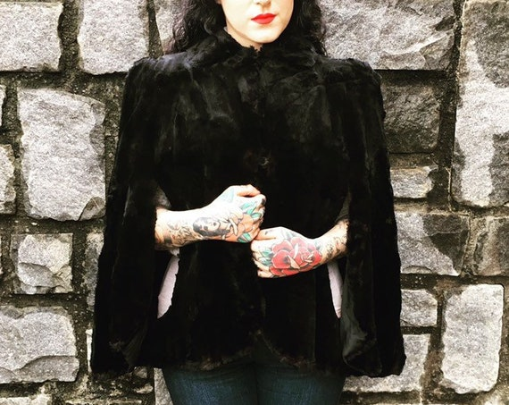 Vintage 1930s - pin up glam black sheared beaver real fur cape / coat - Peter Pan collar & arm holes - One Size - fall winter holiday party