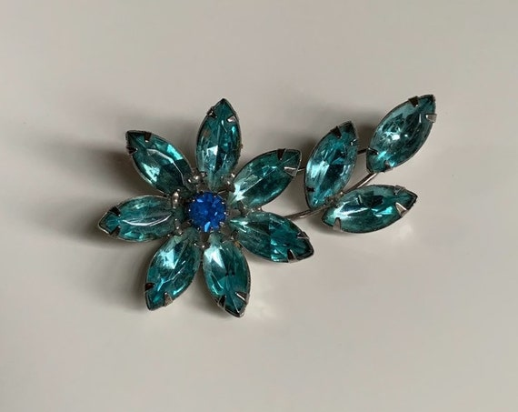 1950s / 1960s - women's light & royal blue floral rhinestone brooch pin