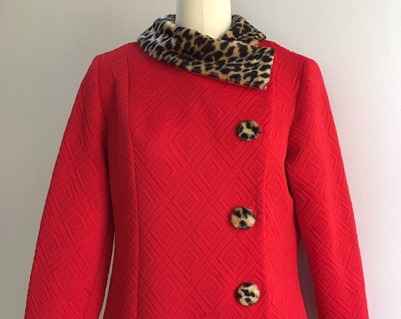 Vintage 1960s / 1970s - women's pin up red polyester long sleeve jacket - faux fur leopard print collar - XL - 42 bust 38 waist - AS IS
