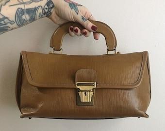 Vintage 1960s / 1970s - large boho light brown tan faux leather top handle purse / handbag - corduroy lining - accessories