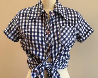 Vintage 1950s / 1960s - women's white & blue gingham short sleeve button up blouse / shirt - Medium - 36 bust 34 waist