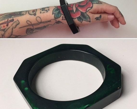 Vintage 1950s - single geometric octagonal marble dark green Bakelite bangle bracelet - jewelry - fall accessories
