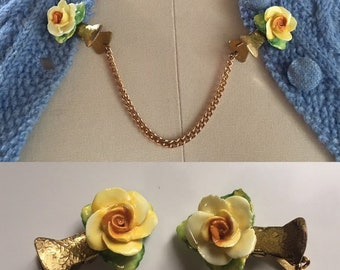 Vintage 1950s - pin up girl rockabilly ceramic yellow roses floral flower gold tone metal sweater clips - jewelry accessories