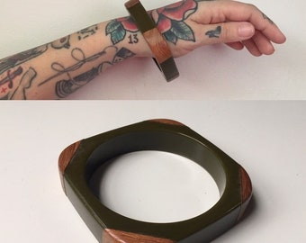 Vintage 1950s - pin up rockabilly single square olive green with wooden corners Bakelite bangle bracelet - jewelry - fall accessories