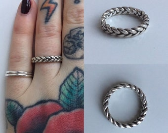 Vintage 1970s - men's / women's unisex classic style circular .925 silver ring - braided band - size 6 - jewelry accessories