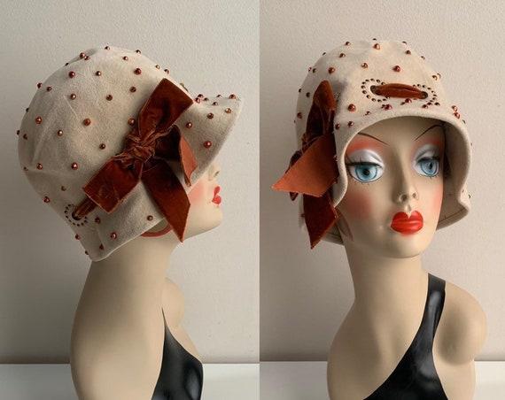 1960s does 1920s - women's beige felt bucket / cloche style hat - copper studs & velvet bow ribbon detail - headwear accessories