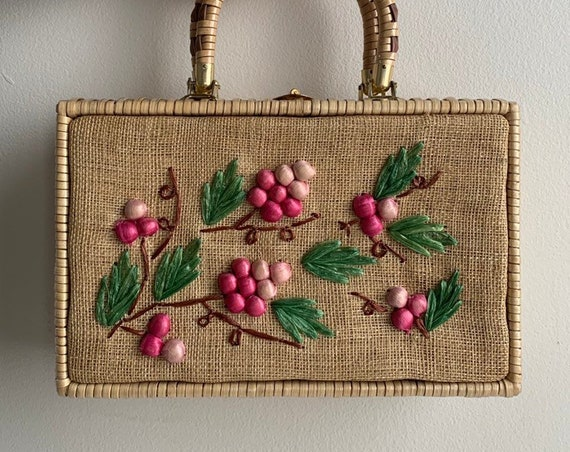 1950s - rectangular straw top handle purse / handbag - pink berries / grapes design
