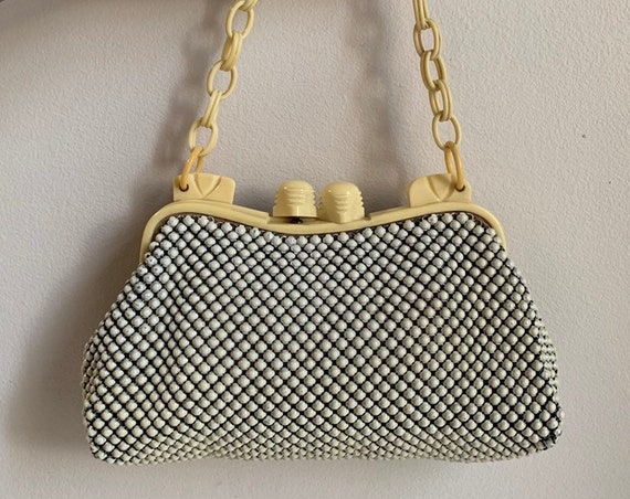 Vintage 1930s / 1940s - light yellow celluloid & white metal chain mail top handle purse / handbag - kissing lock closure