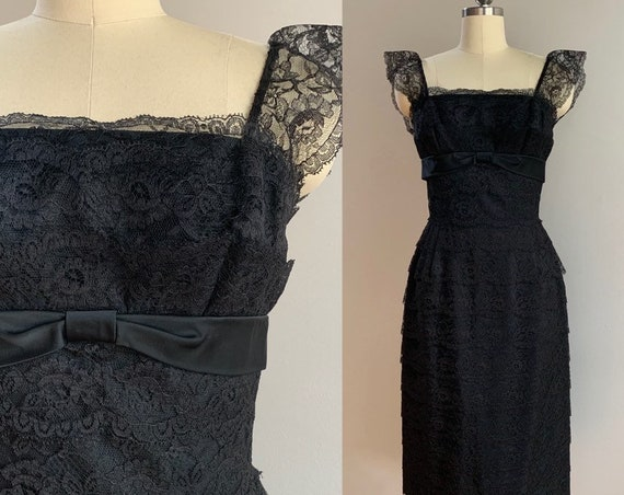 1950s - women's sleeveless black tiered lace cocktail party wiggle dress - bow detail - S Small - 34 bust 26 waist
