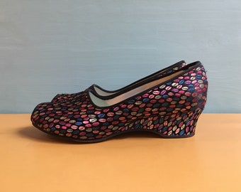 Vintage 1960s - women's black & multicolored polka dots Daniel Green peep toe slippers / house shoes / wedges - size 5 B - original box