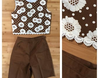 Vintage 1960s - white sunflowers novelty print brown cotton crop top & brown cotton high waist shorts set - S / M - 36 bust 26 waist