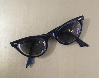 Vintage 1950s - women's pinup rockabilly black frames cateye prescription sunglasses / glasses - eyewear - metal detail - accessories