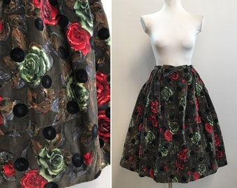 Vintage 1950s - green velveteen red roses print & black polka dots full pleated skirt - bows detail - S small - 26 waist