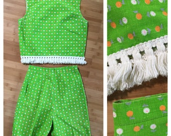 Vintage 1960s - lime green cotton fringe crop top & high waisted shorts matching set - daisies & oranges print - S / M - 36 bust 26 waist