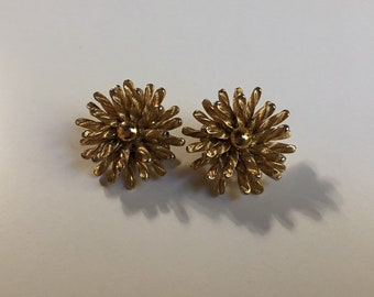 Vintage 1950s / 1960s - atomic pinup glam gold tone twisted metal flower clip on earrings - costume jewelry - accessories