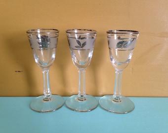 Vintage 1950s - midcentury matching set small stemmed shot / liquor glasses - silver leaf design - Mad Men style - bar - home decor