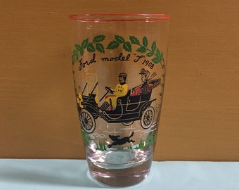 Vintage 1950s - single tapered drinking pint glass - gentleman & lady in Ford Model T car - Victorian style design - drinkware / barware