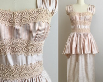 Vintage 1950s - women's spring pink pinup sleeveless Grecian floral lace peplum party / wedding dress - Small / Medium - 36 38 bust 26 waist