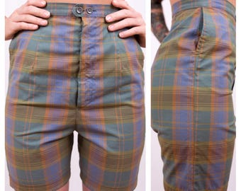 Vintage 1950s - green, blue & yellow plaid cotton high waist rockabilly pinup girl fall shorts - front zipper - pockets - S small - 25 waist