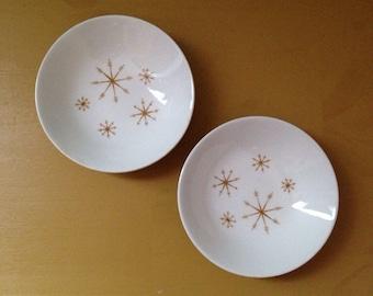 Vintage 1950s - midcentury small white ceramic bowl matching set - gold atomic starburst / sunburst / snowflake design - home / wall decor