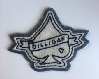 Handmade / hand embroidered off-white & gray felt patch - small spade with DILLIGAF banner - vintage style - traditional tattoo flash