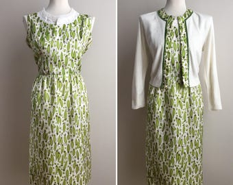 Vintage 1950s - green veggies novelty print off white sleeveless dress & matching long sleeve cardigan set - M - 40 bust 28 waist