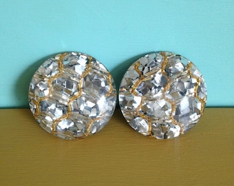 Vintage 1950s - midcentury big round silver glitter & lucite housewife clip on earrings - gold thread detail