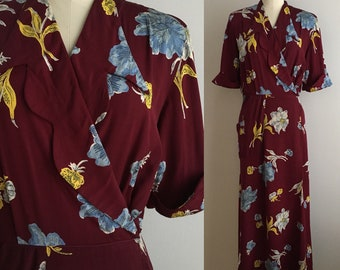 Vintage 1940s - women's fall pinup half sleeve burgundy dressing gown / robe - white blue yellow large floral print - S/M - 40 bust 27 waist